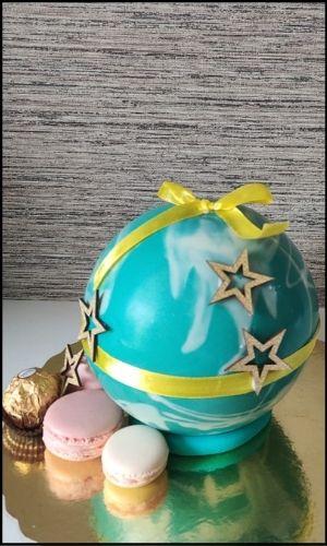 Blue pinata cake with macarons
