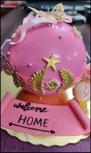 House warming pinata cakes